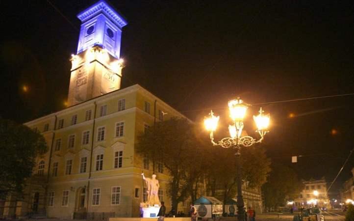 Львовская ратуша ночью