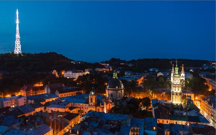 Ночной Львов. Успенская церковь
