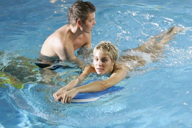 Как научится плавать взрослому. Видео.