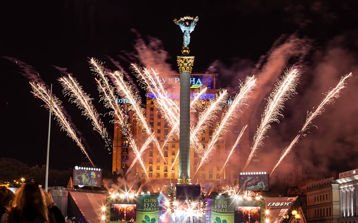 http://relax.com.ua/wp-content/media/kiew/2013/05/whe-to-see-fireworks-on-the-day-of-kiev.jpg