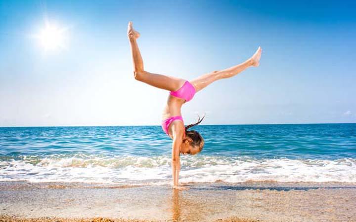 Фитнес на пляже. Простые упражнения