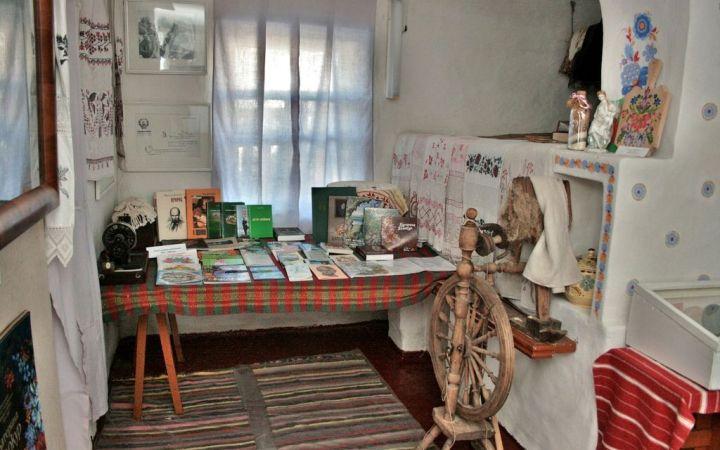 Мемориальный музей-усадьба народной художницы Украины К. Билокур