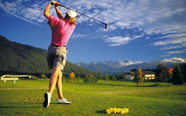 Идея на выходные:  Учимся играть в гольф