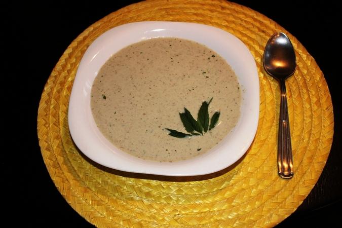 Рецепт холодного огуречного супа с грецкими орехами