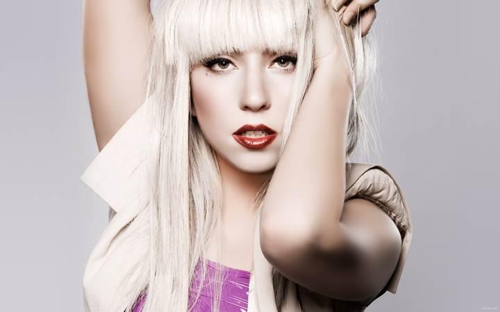 """Леди Гага выпустила новую песню и лирик-видео """"Aura"""""""