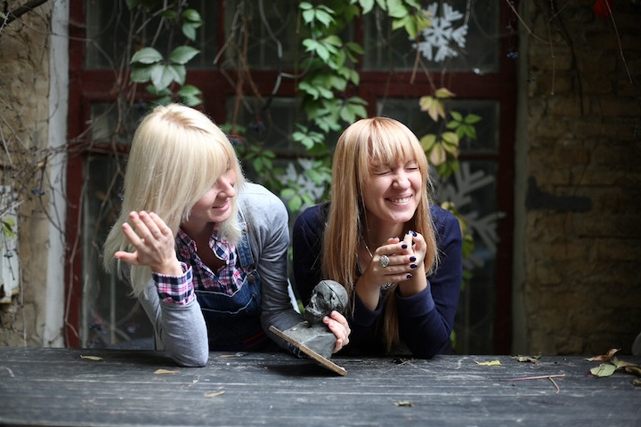 Как отдыхают Ольга Помозова и Анна Мизюнская
