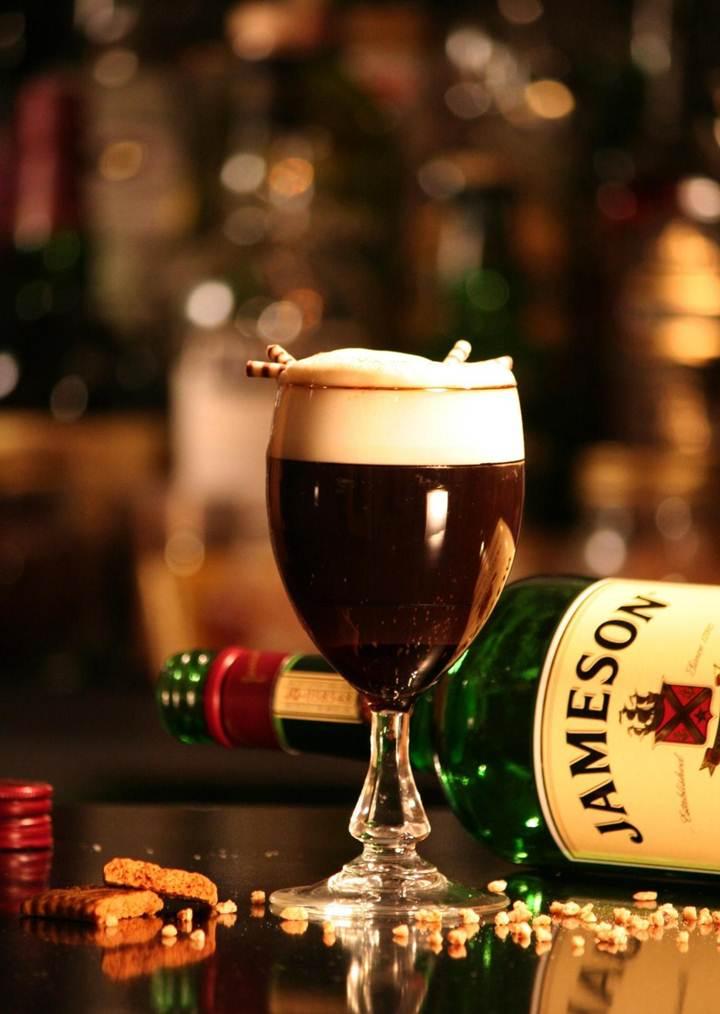 Горячий ирландский кофе