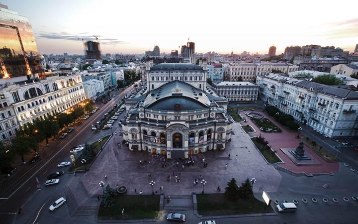 Возле Киевского оперного театра откроется новогодняя ярмарка