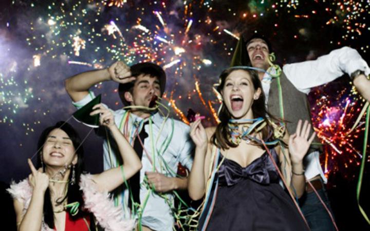 Как весело отметить Новый год с друзьями