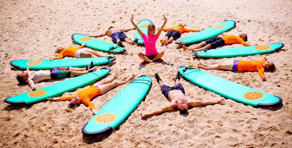 Как выбрать школу и место для серфинга?