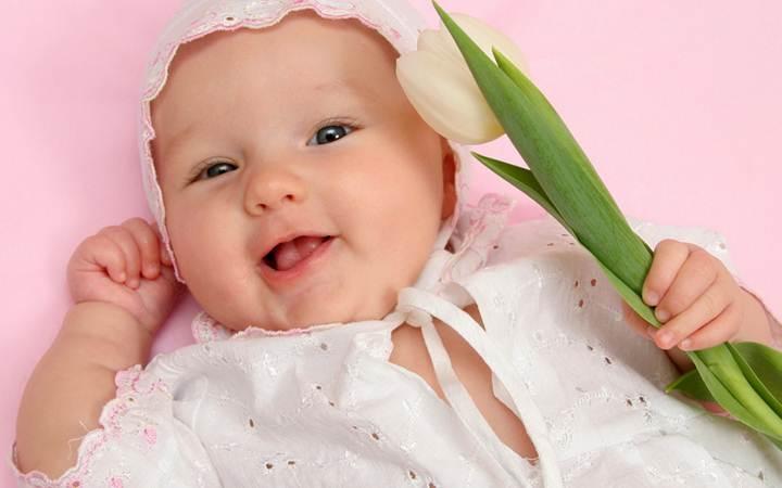 Стало известно, почему улыбаются младенцы