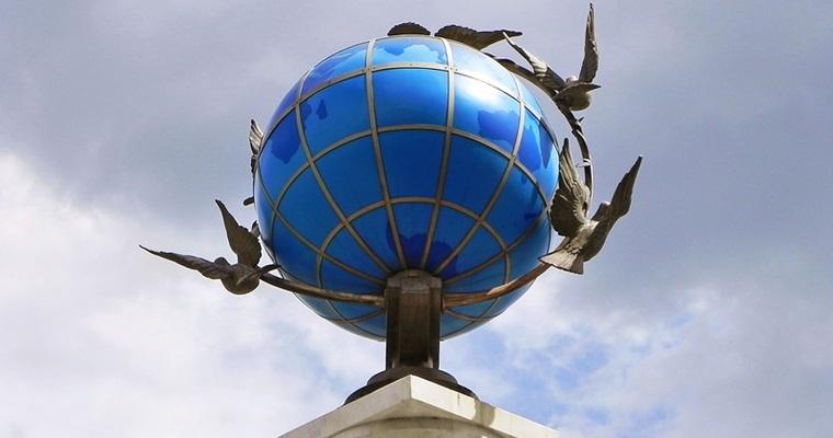 Памятник Глобус