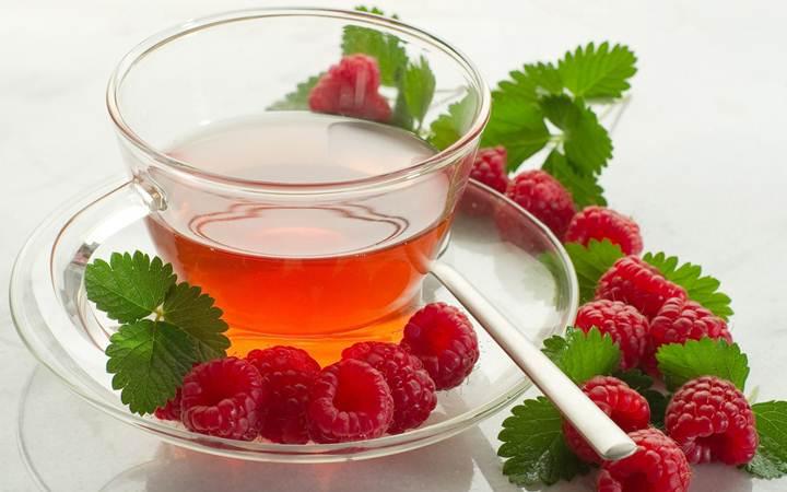 Медики раскрыли секрет чая с малиной