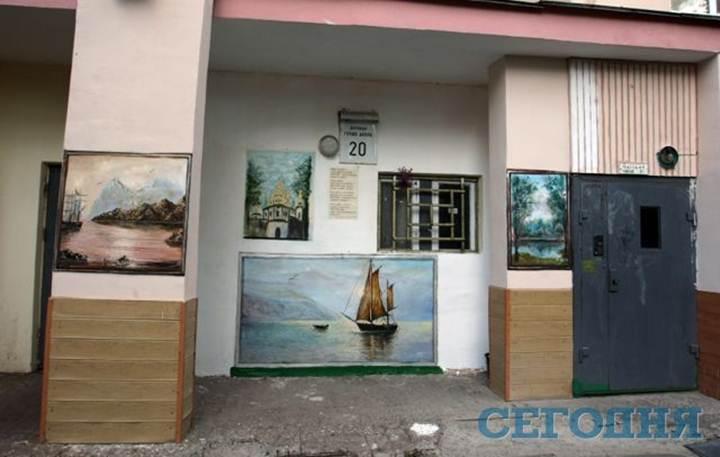 Один из киевских домов превратили в картинную галерею
