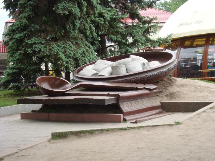 Памятник галушкам в Полтаве