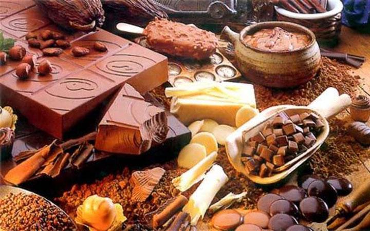 Шоколад. Сладости. Еда. Специи