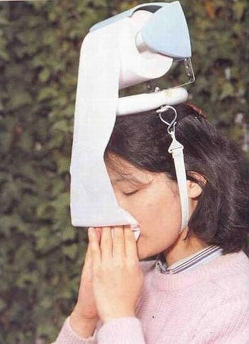 Дозатор туалетной бумаги на голове