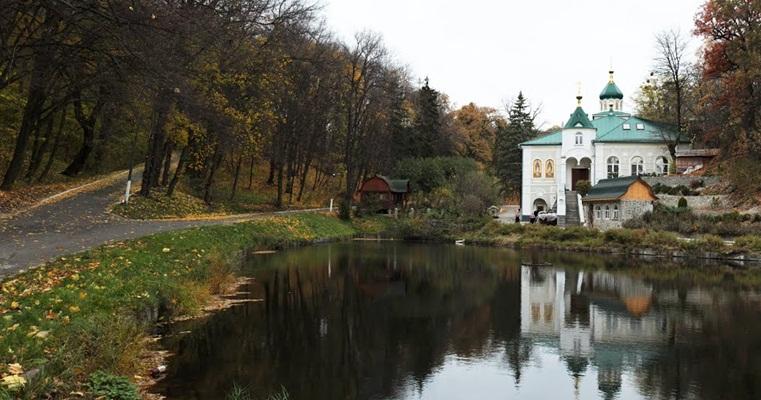 Гнилецкий пещерный монастырь