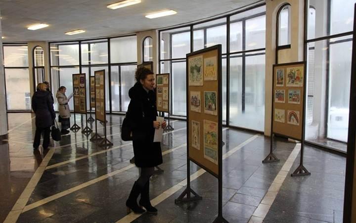 Выставка картин в метро
