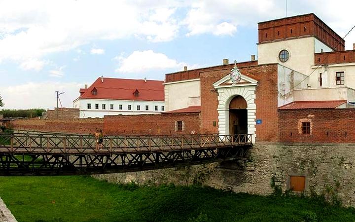 Тур по Украине: Тоннель любви + замки Волыни