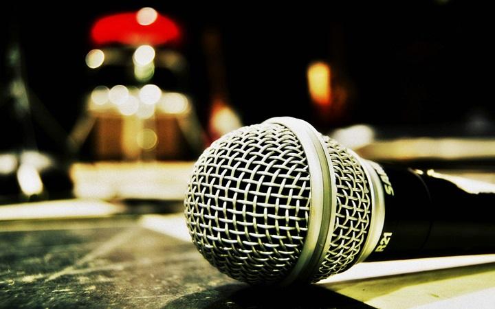 День рождения микрофона