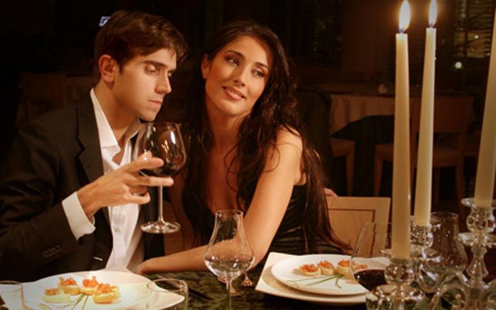 Романтический ужин в ресторане - прекрасное завершение весеннего праздника