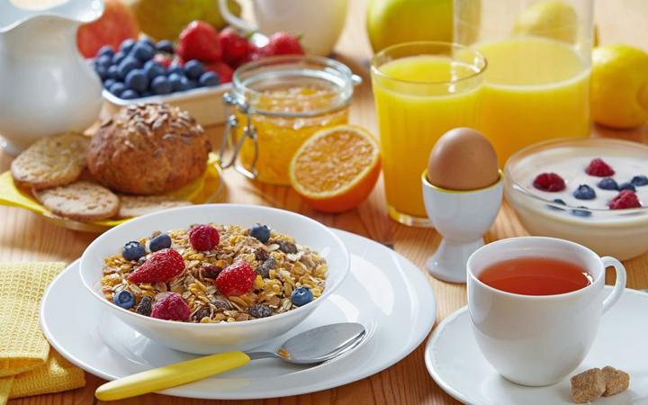 Яркий, вкусный и полезный завтрак - отличное начало праздничного дня!