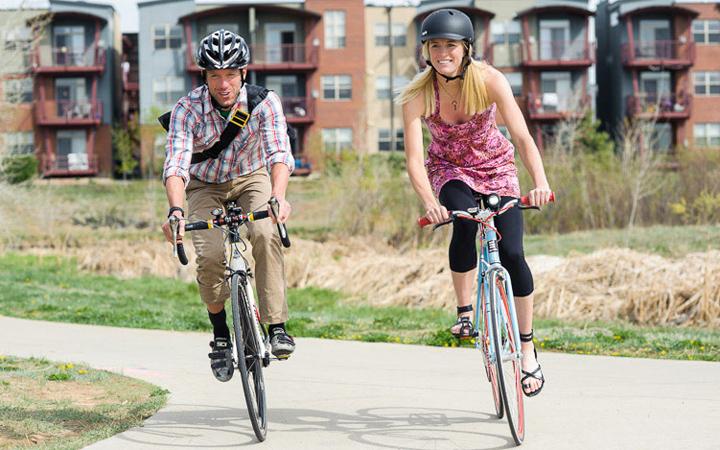 Веломаршрут. Велопрогулка. Велосипед. Пара на велосипедах