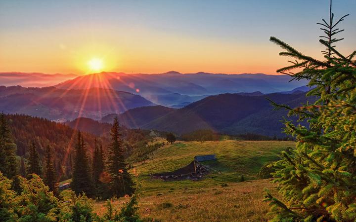 Карпаты. Рассвет. Природа. Новые горизонты