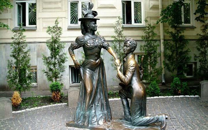 Памятник Проне и Голохвастову. За двум зайцами. Киев. Романтические места