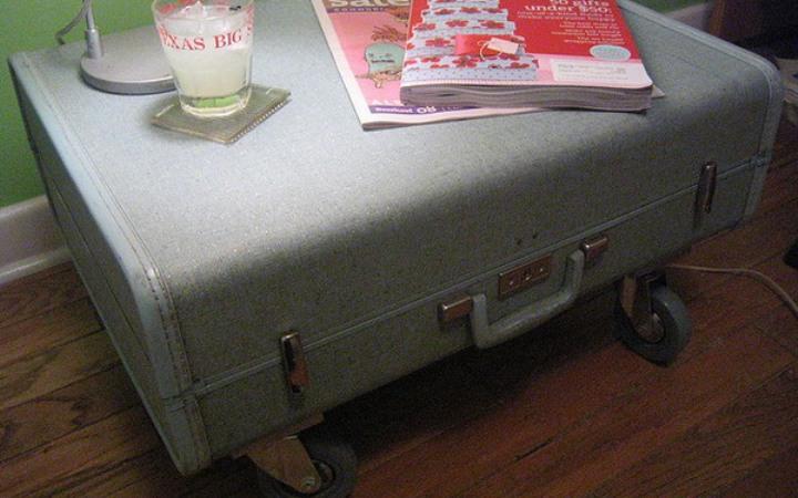 Низкий столик из чемодана