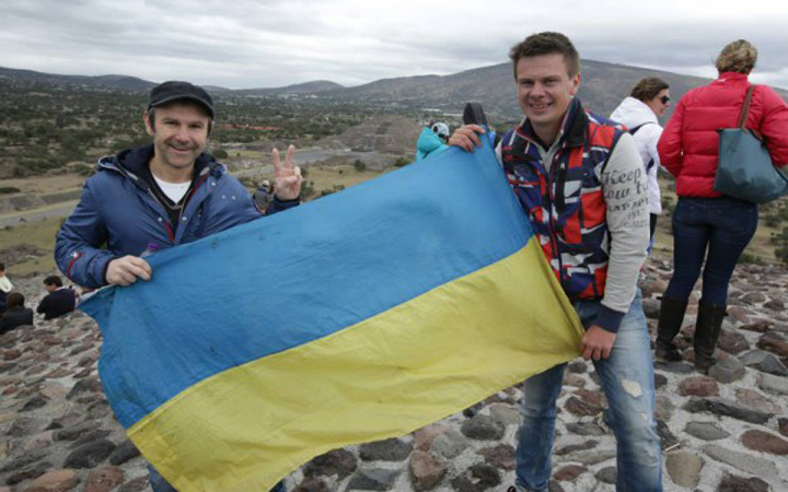 Флаг Украины. Вакарчук. Комаров. Мексика