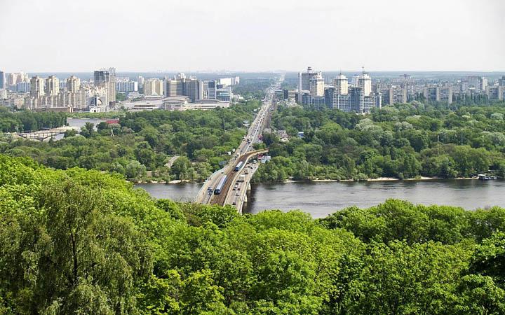 Киев. Днепр. Зеленый Киев. Левый берег. Мост Метро