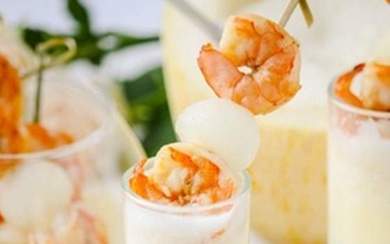 Освежающий суп из дыни с шампанским