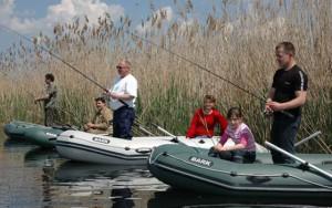 Отдыхаем и рыбачим: выбираем идеальную лодку