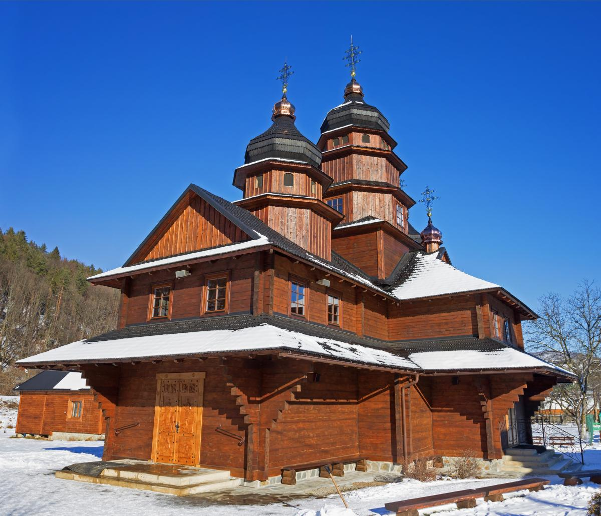 Деревянная церковь по дороге в Буковель, Ивано-Франковск