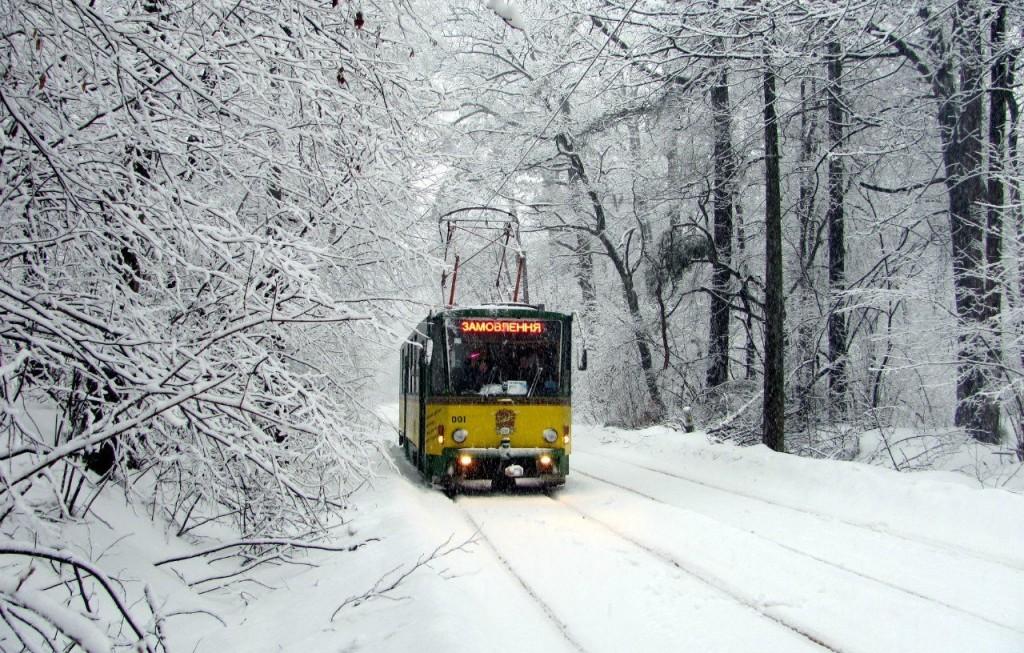 Трамвай-кафе в Киеве зимой