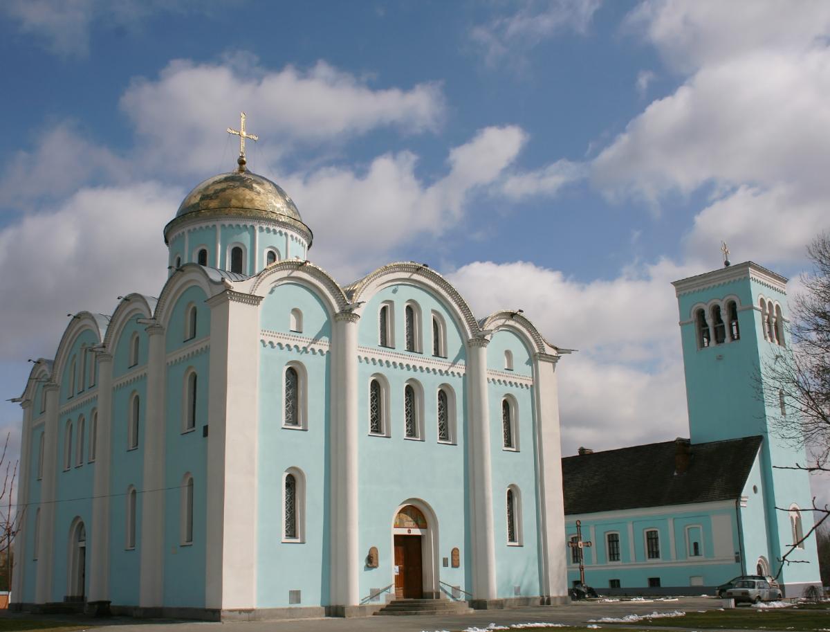 Тур по Украине: Чудеса Волыни: озеро Свитязь, Тоннель любви и Луцк