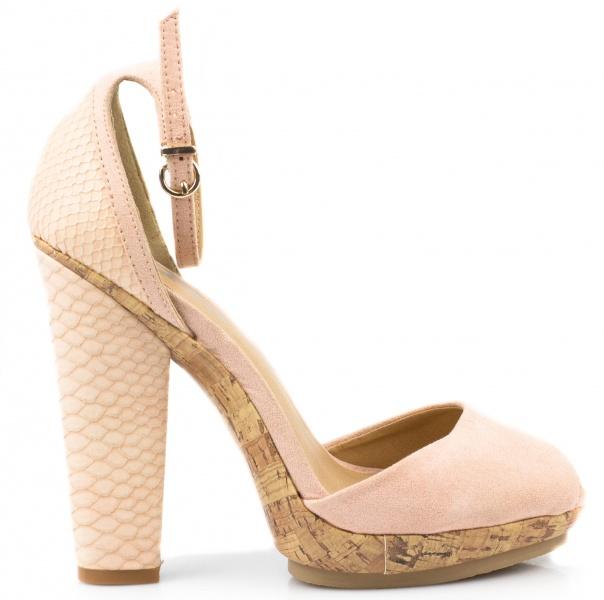 Страсть к высоким каблукам