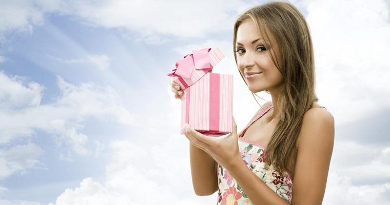 Подарок девушке: сложности выбора