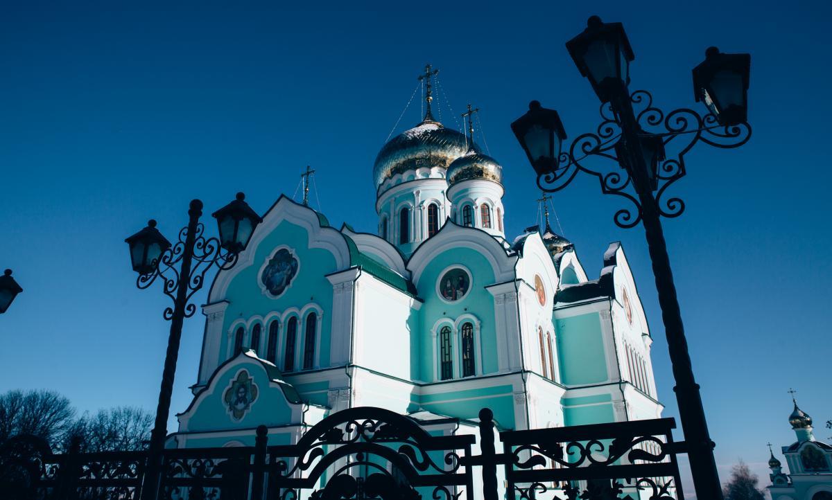 Тур по Украине: Весенние Черновцы и Долина тюльпанов