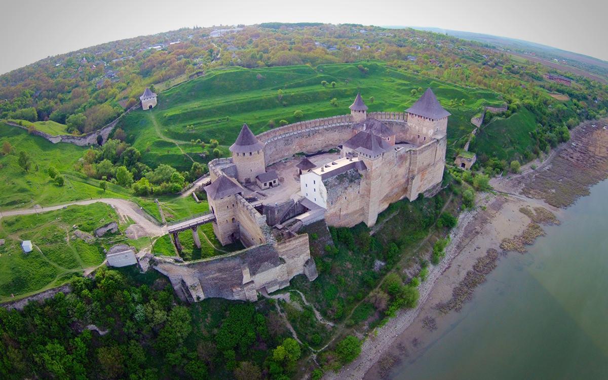 Тур по Украине: Пасхальная радость в Почаеве и Каменце-Подольском