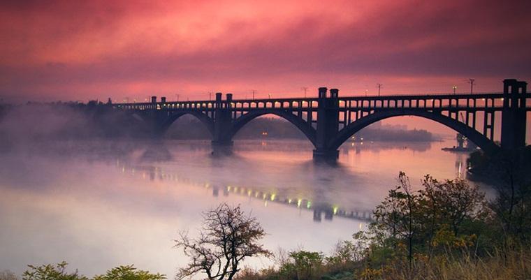 Тур по Украине: Запорожье, Хортица, Петриковка и Днепр - тур выходного дня