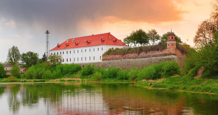 Тур по Украине: Таракановский форт, замки Волыни и Тоннель любви