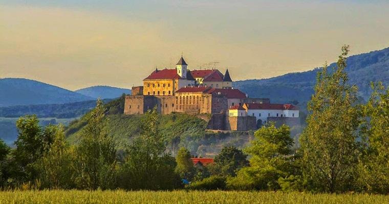 Тур по Украине: Замок Паланок, термальные источники Косино и вино