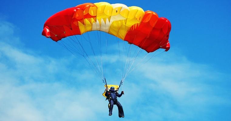 Прыжки с парашютом в Украине: виды прыжков, где лучше прыгнуть