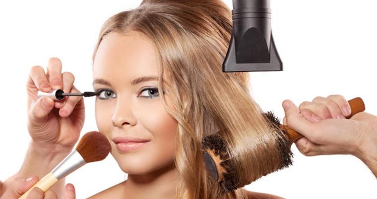 Что делать сначала: макияж или прическу?